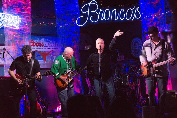 Robonzo at Bronco's Sports Bar | Unstarving Musician's Guide to Getting Paid Gigs